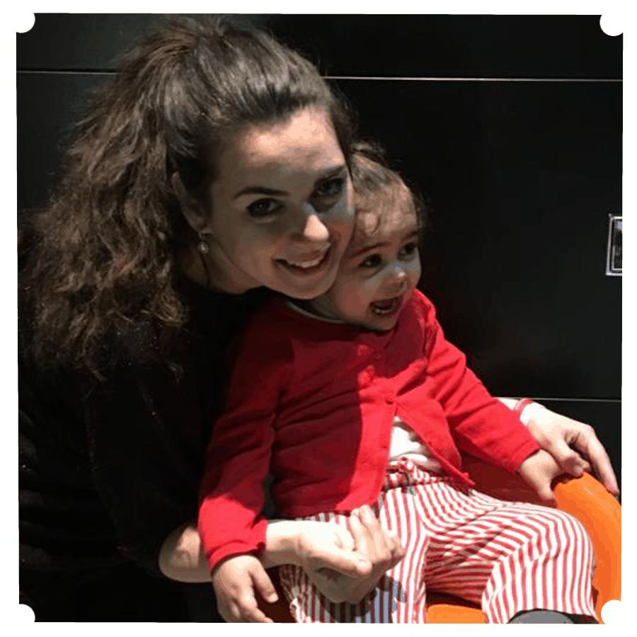 Mamma donatrice di latte umano con bambina